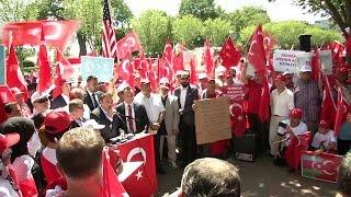 فيديو.. مغتربون أتراك يتظاهرون تضامنًا مع حكومة بلادهم أمام البيت الأبيض