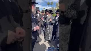 Satmar Rebbe R' Aharon On A Walk In Palm Springs, CA - Teves 5781