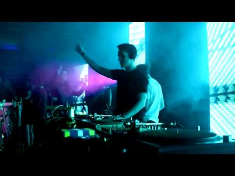 Fred V & Grafix Live- Catch My Breath