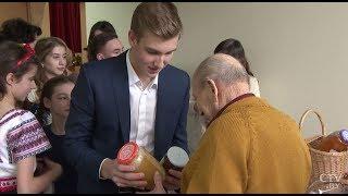 Николай Лукашенко подарил козочек, мед и варенье дому-интернату