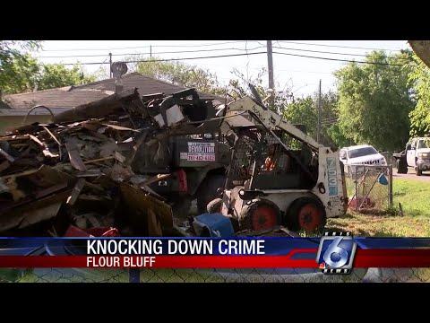 City Crew Demolishes Ramshackle Flour Bluff Home