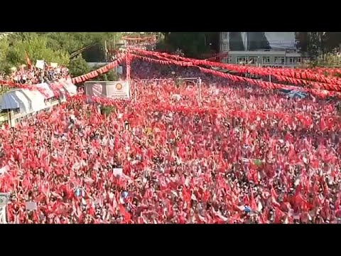 euronews (in English): Massive crowds at final rallies before Turkish election