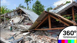 Число жертв землетрясения в Индонезии продолжает расти