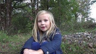 Николь отправилась за грибами в лес !