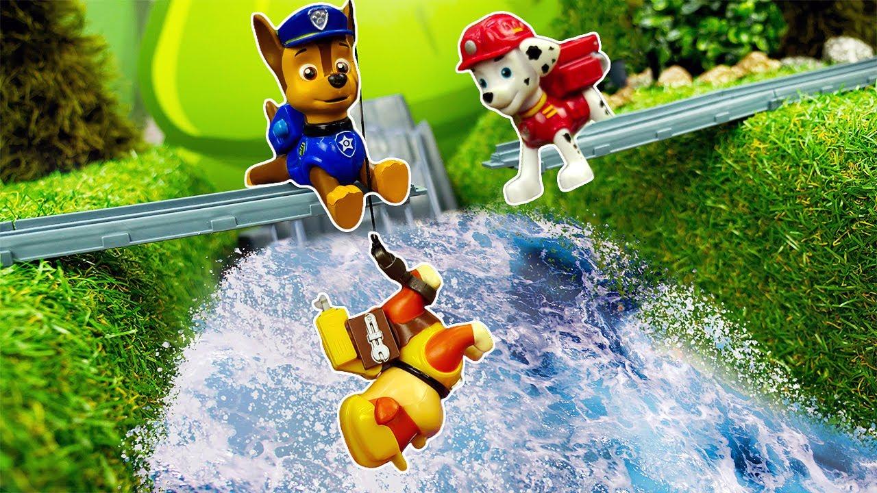 ¡Rubble se cae del puente! Videos de juguetes. Videos de Paw Patrol en español
