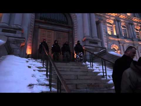 Montreal City Workers Barbecue Protest At City Hall 00007