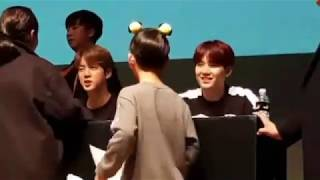 Download Video 181107 BTS reaction to this little boy ARMY at PUMA Fansign MP3 3GP MP4