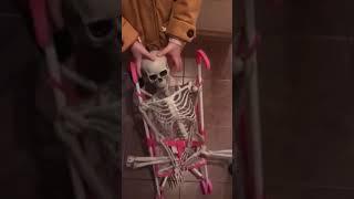 Скелет Валера в коляске. Юмор.