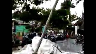 Video MENCEKAM.. Cuaca Extreem Porakporandakan Banjarmasin Kalsel download MP3, 3GP, MP4, WEBM, AVI, FLV Oktober 2018