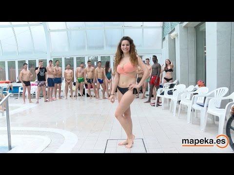 Modelos en bañador ensayando pasarela. Piscina Balneario de Archena. Certamen Dama Caballero Murcia