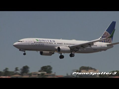 'Eco Skies Green' United Airlines Boeing 737-824 [N76516] Landing San Diego