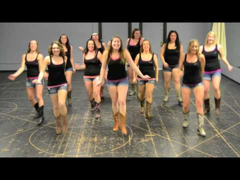 "Coreografía country line dance de ""Body Like a Back Road"" por las Boot Boogie Babes."