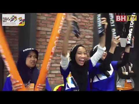 Penyokong pasukan Malaysia hadir pada acara Hoki Ais lelaki Sukan SEA 2017