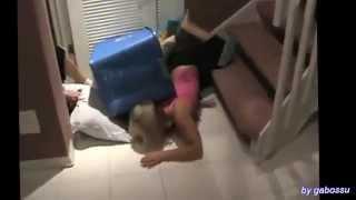 Repeat youtube video LES PLUS BELLES CHUTES DE FEMMES......!!!!!  ///  BEST OF GIRLS FAIL H.D