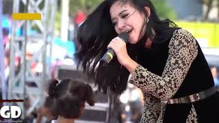 Gambar cover Bulan Separuh vocal Rena KDI full lirik