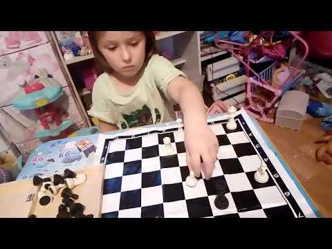 Ника выполняет домашнее задание по шахматам