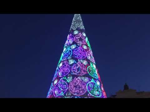 Christmas in Valencia, Spain with Flor & Jose G. Lepervanche  |  @ecaptains