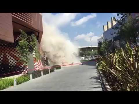 Impresionante! Se derrumba parte de Centro Comercial Artz Pedregal en Ciudad de México - YouTube