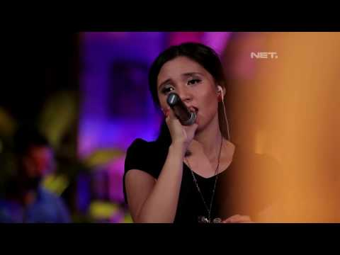 Andira - Butiran Debu ( Rumor Cover ) (Live at Music Everywhere) **