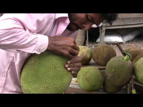 Jackfruit opened up in front of customers