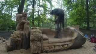 Chainsaw Dave: Time-Lapse Chainsaw Sculpture - 'Griffin and Bed'
