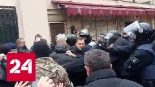 Митингующие проломили голову начальнику полиции Одессы - Россия 24