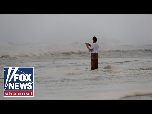 Hurricane Michaels rain, winds pound Panama City Beach