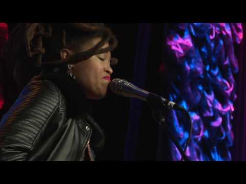 Valerie June - Shakedown (Live at SXSW)