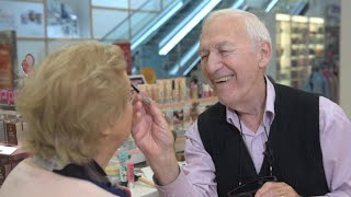 83-Year-Old Irishman Learns to Apply Wife's Makeup as She Loses Eyesight