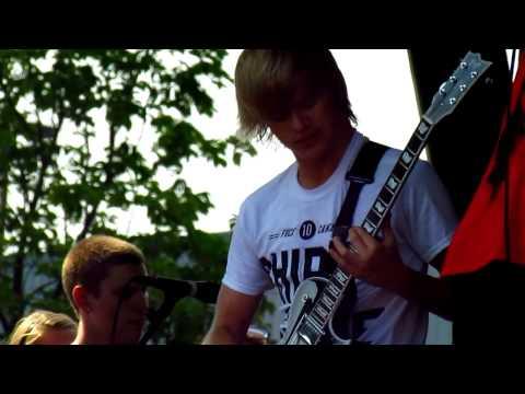 Blessthefall- Bottomfeeder (Live)