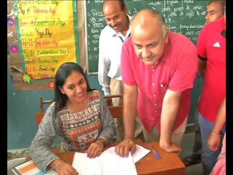 #MegaPTMInDelhi, Education Minister Manish Sisodia In Action.