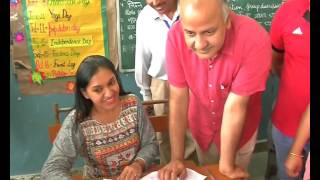 #MegaPTMInDelhi, Education Minister Manish Sisodia In Action.