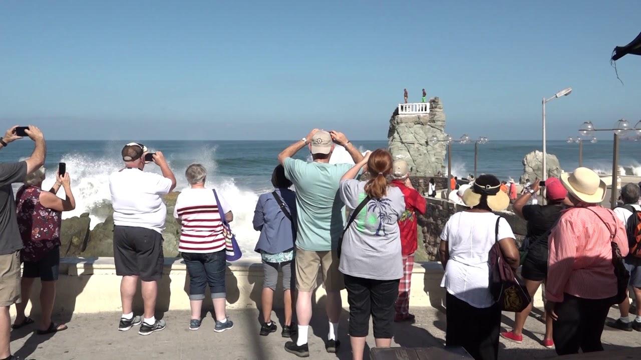 Image result for dos cruceros mazatlan turistas