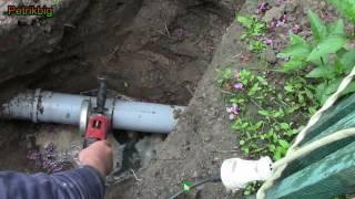 Врезка в трубу канализации(Видео о врезке в трубу канализации с помощью тройника и муфты., 2016-06-11T20:48:57.000Z)