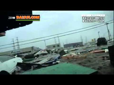 Japon une nouvelle vid o impressionnante du tsunami vu for Interieur d une voiture
