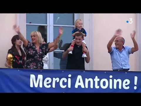 Mâcon : Antoine Griezmann ovationné par ses admirateurs après la Coupe du monde de football