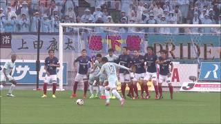 中村 俊輔(磐田)が壁の下を抜くFKで古巣のゴールを襲う! 2017年10月2...