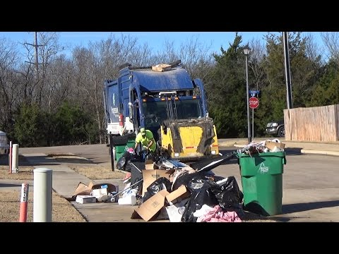 Progressive Waste Solutions: Mack LEU Heil Half/Pack Freedom FEL w/ Curotto Can part 1