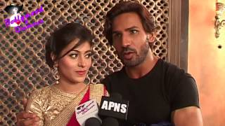 On Location of TV Serial 'Kalash'  Ravi feels he is falling in love with Devika