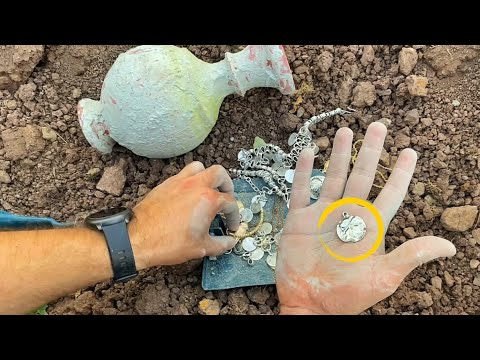 Download I Found A Real Treasure / Metal Detecting