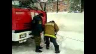 пожарная машина застряла в снегу(обидно., 2013-04-23T15:20:08.000Z)