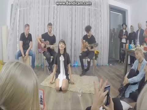 Irina Rimes - Octombrie Rosu (Live din sufrageria Irinei)