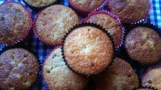 Raspberry White Chocolate Muffins مافن التوت و الشكلاطة البيضاء
