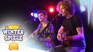 Смотреть клип Michael Schulte & Chris Brenner - Jingle Bells