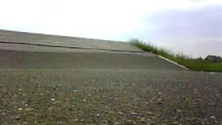 スケボーループを利用してジャンプしてみました。