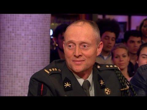 Commandant Jelte Groen: 'Het was een enorme eer' - RTL LATE NIGHT