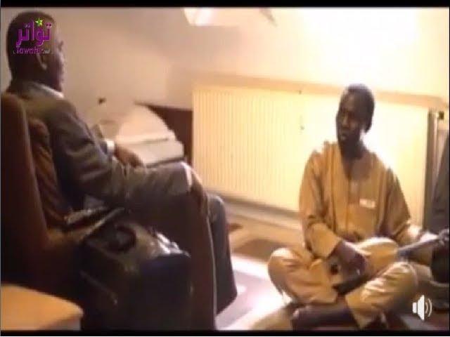 """فيديو متداول على الفيسبوك يظهر فيه رئيس حركة """"إيرا"""" إلى جانبه مطرب يعزف التيدينيت"""