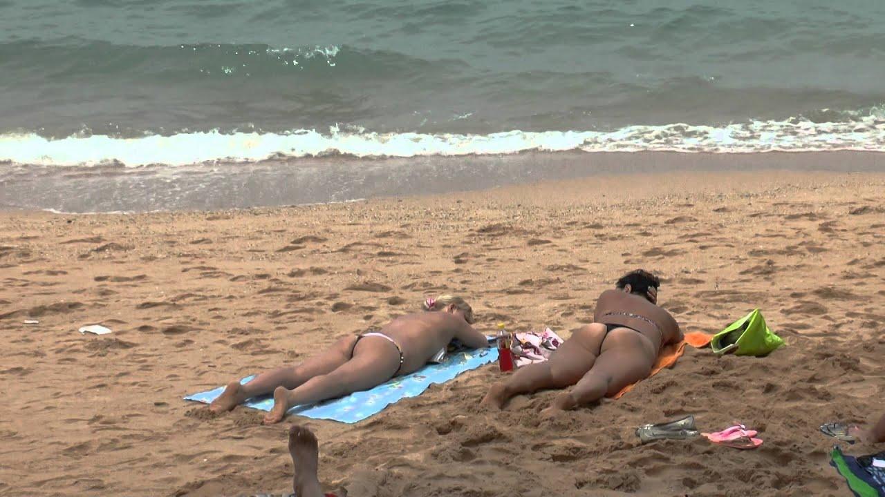 Sunbathing Tourists In Pattaya Beach, Thailand - Youtube-4058