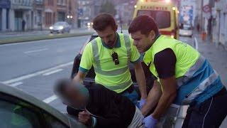 Een blote piemel? De ambulanciers maken wat mee! | Helden van Hier: Door Het Vuur | VTM