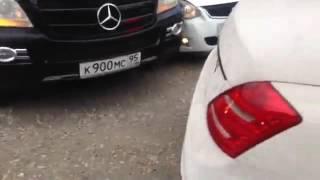На свадьбе в Чечне как разбивают авто за 2 место